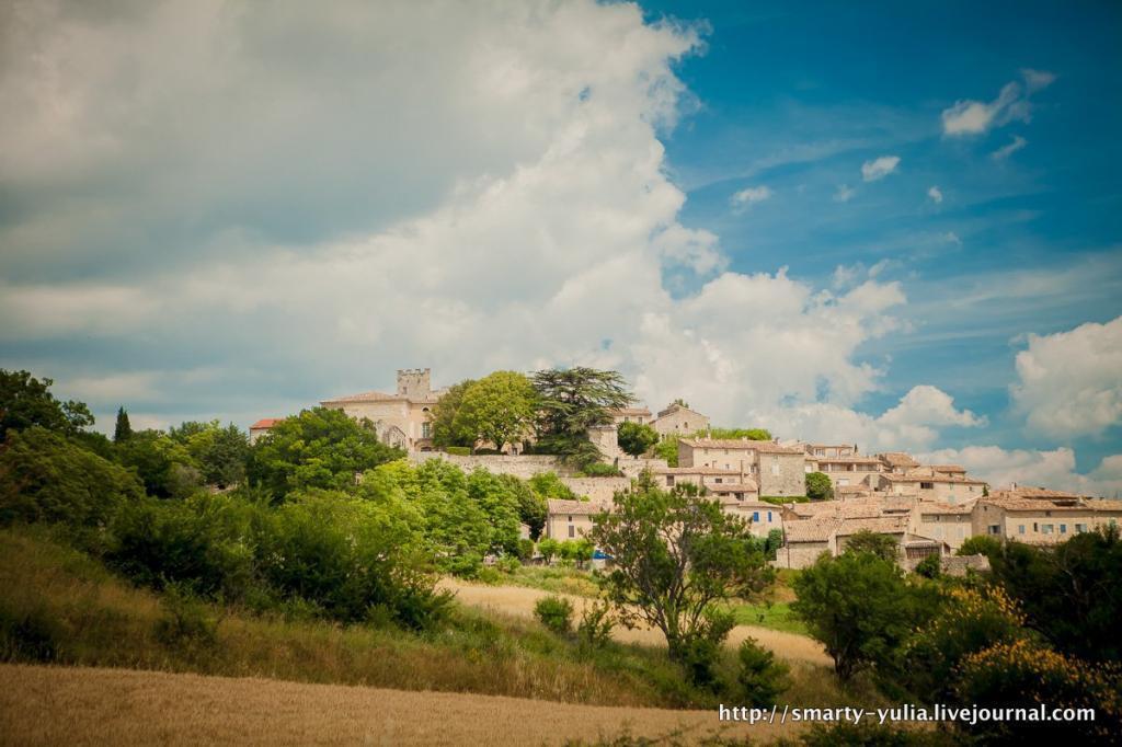 photo 2013-07-11-LIsleSurLaSorgue-FontainedeVaucluse-AbbayedeSenanque-Roussillion-0030.jpg